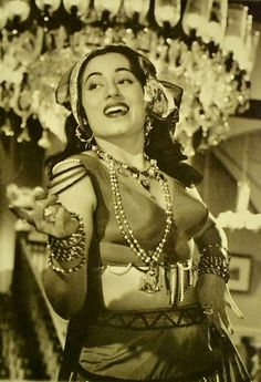 Let's go back to the roots of indian cinema and find out about the beauty of movies and music during the black and white and early colour movie era. Bollywood Actress Hot Photos, Beautiful Bollywood Actress, Beautiful Indian Actress, Beautiful Actresses, Vintage Bollywood, Indian Bollywood, Bollywood Stars, Cute Beauty, Beauty Full Girl