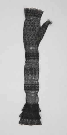 This glove from the Textile Museum of Canad is labeled as lace knitting, but when zoomed it looks like netting. Beautiful netting!
