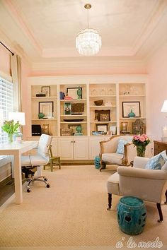 Check Out 37 Refined Feminine Home Office Ideas. A girl that works a lot at home definitely needs a cool home office, and if it's only her office, why not make it refined and feminine? Feminine Office, Feminine Home Offices, Pink Office, White Office, Bright Office, Cozy Office, Feminine Decor, Office Lounge, Home Office Design