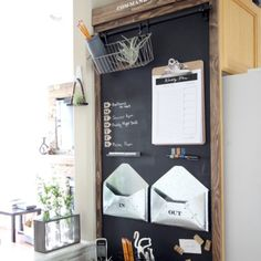 Sharing a quick and easy tutorial to show you how to build your own magnetic chalkboard. Love this magnetic board in my rustic industrial command center!