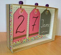 DIY calendrier perpétuel Plus Home Crafts, Crafts For Kids, Diy Crafts, Cardboard Crafts Kids, Calendrier Diy, Diy Paper, Paper Crafts, Diy Calendar, Perpetual Calendar