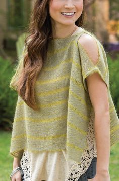 Wow, how perfect is this little handwoven top for cool patio nights? Weave one up in your favorite color and wear it over maxi dresses, tunics, or a t-shirt and jeans. Click to get the pattern in Simple Woven Garments!