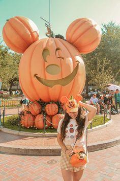 Halloween time at Disneyland — By Sara Isabel Disney World Halloween, Disneyland Halloween, Disneyland World, Disneyland Outfits, Disney Outfits, Fall Halloween, Disneyland October, Disney Day, Cute Disney