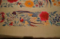 Manton de Manila Antiguo de seda bordado a mano en perfecto estado - Tarragona