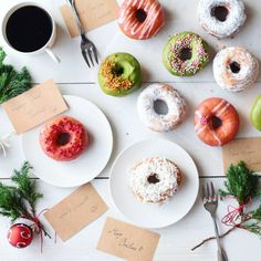 """""""Happy holidays doughnut!☺ . . . クリスマスカラーのドーナツで おやつ. . . 私の作るお菓子の中で 息子が一番好きなふわふわ豆乳ドーナツ 作りました. . . ドーナツの形ってリースみたいだし クリスマスカラーのアイシングで 気分が盛り上がるね♡(ت) .…"""""""