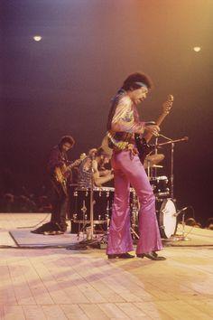 The appreciation of Johnny Allen Hendrix. Jimi Hendrix Experience, Voodoo, Mitch Mitchell, Jimi Hendricks, Band Of Gypsys, Hey Joe, Psychedelic Music, Music Pics, Music Images