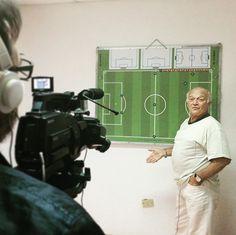 Intensa y entretenida charla con el profe Luis Lescurieux. Mucha experiencia y generosidad para trasmitir tantos conceptos. Próximamente podrán verla en HoySeJuega TV #luislescurieux #tacticafutbol #depizarron #futbolyestrategia