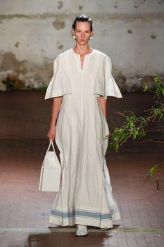 Milano Fashion Week, Jil Sander, Fashion Over 50, Street Style Looks, Minimal Fashion, Red Carpet Fashion, Business Fashion, Simple Dresses, Rock