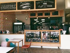 Pint Size Bakery & Coffee Honored by STL Mayor  ST. LOUIS, MO: (STLRestaurant.News) – Every fall, as the weather turns chilly, I find my own thoughts tend to drift to one idea...warm cookies. Or if I'm anywhere near Lindenwood Park in South...