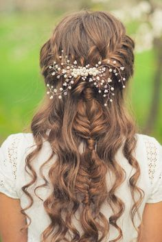 Braids can help you do so many hairstyles on your wedding day, from classic updos with a modern twist, to boho and romance, to faux curls, to half up styles. They are so versatile! I have spent man…
