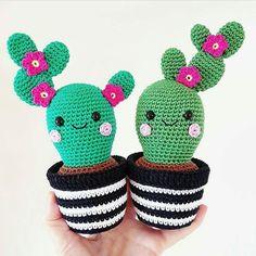 Bom dia!! Apaixonada por esses mini cactos de crochê  #crochê #artesanato #diy #organizesemfrescuras ( repost @inspirandosuafesta )