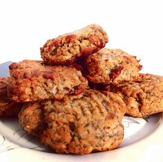 Gluten Free Banana Bread Cookies! Shared by eatgreenandgrow. 3 bananas, 3 tbsp chia seeds, 2 tbsp maple syrup, 2 tsp vanilla extract, 1 tsp baking soda, 1/2 tsp salt, 1 cup coconut flour, 1 tbsp coconut oil (melted), 1 tbsp cinnamon, 1 scoop vanilla Perfect Fit Protein. Mix chia seeds with 1/4 cup water; set aside for 10 mins. Mash bananas, add remaining ingredients, and chia seed mixture into bowl and stir. Roll the dough into balls and place on baking sheet. Bake for 25-30 mins at 350…
