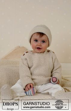 Jumper, socks, ball and rattle in Alpaca ~ DROPS Design Baby Knitting Patterns, Knitting Kits, Knitting For Kids, Baby Patterns, Free Knitting, Drops Design, Baby Vest, Baby Cardigan, Baby Outfits