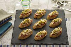Tostas de tomate y bonito #receta Fiesta Party, Cook At Home, Bruschetta, Baked Potato, Entrees, Appetizers, Menu, Favorite Recipes, Snacks