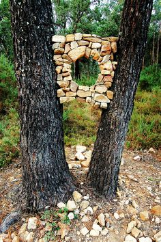 Land Art Land Art Land Art that serves as an intersection of architecture . - Country art Land Art Land Art, which can be defined as the intersection of architecture - Land Art, Art Et Nature, Rock Sculpture, Sculpture Ideas, Forest Art, Country Art, Outdoor Art, Environmental Art, Pebble Art