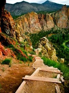 Misery Ridge Hiking trail, Oregon The Misery Ridge Trail in Smith Rock State Park is an exceptional day hike that provides a full tour of one of Oregon's most iconic natural areas. From the trailhead, the trail descends into the Crooked River Gorge, crosses the park's only bridge, and then starts the climb to the top of the park's golden rock cliffs.