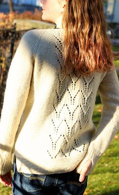 """Aggie"" sweater on Ravelry ~ top down, 10ply worsted yarn and sized: 34 (38 – 42 – 46 – 50)"" / 84,5 (95,5 – 104,5 – 115,5 – 124,5) cm"