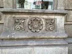 Otro ejemplo de la naturaleza en algo más como una escultura.   Carrer de Valencia