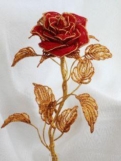 Růže * zlaté a červené korálky