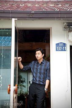 Gong Yoo, shedding his softer image Korean Men, Korean Actors, Asian Boys, Asian Men, Goblin Gong Yoo, Korea University, Yoo Gong, Kyung Hee, Coffee Prince