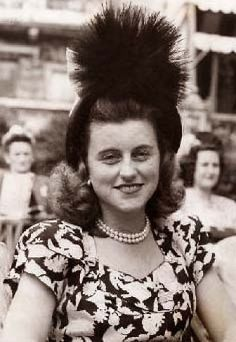 Kathleen Agnes (Kennedy) Cavendish, Marchioness of Hartington (February 1920 – May was an American socialite. Die Kennedys, Kathleen Kennedy, Rose Kennedy, Today In History, Two Daughters, American Presidents, Jfk, Famous Faces