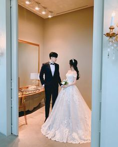 Couple Wedding Dress, Wedding Couples, Cute Couples, Wedding Dresses, Foto Wedding, Wedding Pics, Dream Wedding, Ulzzang Couple, Ulzzang Girl