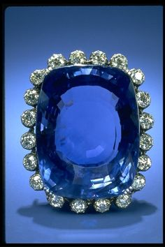 The National Gem Collection boasts one of the largest fine blue sapphire gems, the 422.99-carat Logan Sapphire from Sri Lanka.