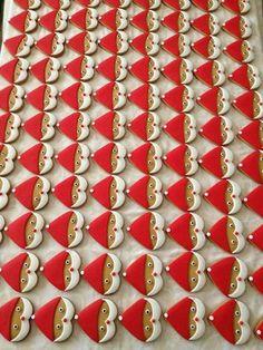 santa cookies using heart cookie cutter Tomtekakor gjorda med en hjärtform Christmas Biscuits, Christmas Sugar Cookies, Christmas Sweets, Christmas Cooking, Noel Christmas, Christmas Goodies, Holiday Cookies, Christmas Cookie Cutters, Christmas Ideas