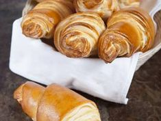 Discover recipes, home ideas, style inspiration and other ideas to try. Croissants, Mini Croissant, French Food, Pretzel Bites, Peanut Butter, Lime, Appetizers, Bread, Cheese