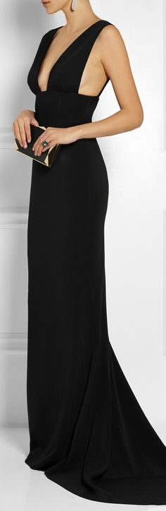 STELLA MCCARTNEY.A STUNNING ELEGANT AND SEXY EVENING GOWN IN BLACK.WEAR THIS GOWN AND YOU'LL GET THE ROYAL TREATMENT AND EVERYONE WILL WANT TO MEET YOU.YOU'LL LEAVE A LASTING IMPRESSION ON EVERY ONE.CHERIE