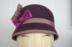 Plum cloche hat / Wool felt hat with leather por PapillonsDeLeticia, £120.00