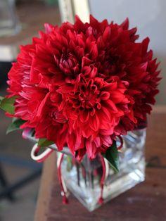 $kukkaのウエディングフラワーブック-赤,ダリア,和装,クラッチブーケ
