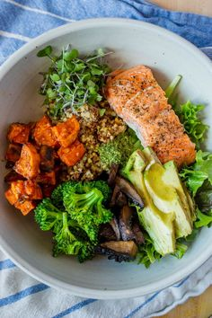 Ancient Grain Bowls with Salmon true food ancient grains bowl Healthy Food To Lose Weight, Healthy Food List, Healthy Meal Prep, Healthy Breakfast Recipes, Easy Healthy Recipes, Easy Meals, Healthy Eating, Clean Eating, Dinner Healthy