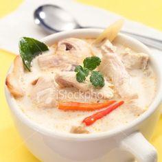 Note: la photo n'est pas de moi, mais extraite d'un bouquin de cuisine. Un menu  tout Thai ce soir avec sur la table:  Velouté  de poulet au...
