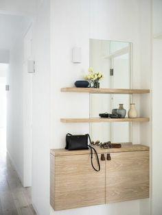 petite console d entree en bois clair sol en parquet gris murs blancs idee meubles entree