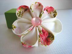 Fun Fabulous Fabric Flower DIYs !   A whole bunch!