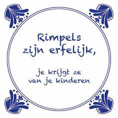 Tegeltjeswijsheid.nl - een uniek presentje - Rimpels zijn erfelijk Words Quotes, Sayings, Dutch Quotes, Cartoon Jokes, Love Words, Funny Fails, Funny Texts, Slogan, Funny Quotes