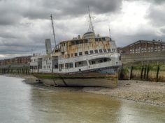 Watery grave on the Thames for the original Royal Iris. Obituary here