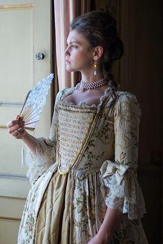 Lady Kaclyn Dacer A szomszédos birtok úrnője. Özvegy, egyetlen gyermeke súlyos beteg. Okos és kiválóan vezeti a birtokot, eligazodik a nemesi praktikákban, azonban néha nehezen küzd meg érzelmeivel