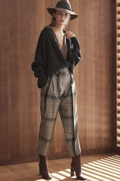 Brunello Cucinelli Fall 2019 Ready-to-Wear Fashion Show Brunello Cucinelli Fall 2019 Ready-to-Wear Collection – Vogue Womens Fashion For Work, Trendy Fashion, Winter Fashion, Fashion Show, Vintage Fashion, Style Fashion, Trendy Style, Fashion Rings, Fashion Women
