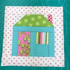 FREE QAYG-ALONG PART 5. HOUSE BLOCK Pattern Blocks, Block Patterns, Quilt As You Go, Crazy Patchwork, Flower Center, Pdf Patterns, Have Some Fun, Fabric Scraps, Projects To Try