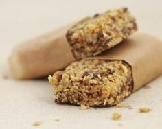 Slimming cereal bars with chocolate chips special chrono-nutrition: www.fourchette-et … Cereal Granola, Cereal Bars, Granola Bars, Oatmeal Bars, Healthy Cereal, Good Healthy Snacks, Healthy Eating, Diet Snacks, Clean Eating
