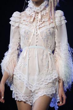 Marc Jacobs ss 2017 New York Fashion Week. Fashion Details, Look Fashion, Fashion Art, High Fashion, Fashion Show, Fashion Outfits, Womens Fashion, Fashion Design, Trendy Fashion