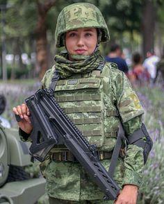 Estilo Chola, Military Girl, Female Soldier, World History, Sisters, Female Warriors, Beauty, Girls, Women