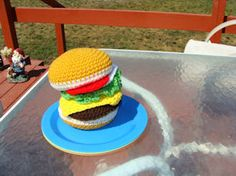 FREE patterns on how to crochet a hamburger and all the trimmings and a few other food items!