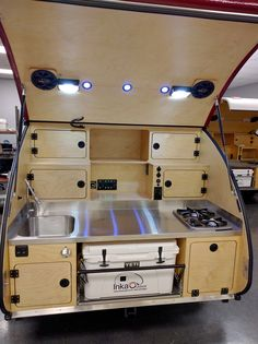 Teardrop Trailer Interior, Teardrop Trailer Plans, Building A Teardrop Trailer, Teardrop Camper Trailer, Off Road Camper Trailer, Airstream Interior, Vintage Airstream, Vintage Campers, Camping Trailer Diy