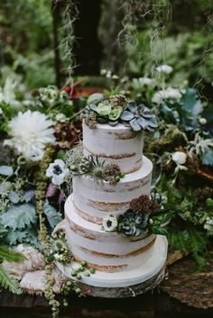 forest-wedding-theme-cake-naked-greenery