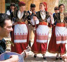Национальный женский греческий костюм