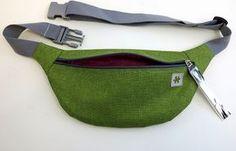 Best 12 How to make a cool street style hip belt BumBag – SkillOfKing. Handmade Handbags, Leather Bags Handmade, Fanny Pack Pattern, Diy Bags Patterns, Boucherouite, Leather Tutorial, Diy Handbag, Hip Bag, How To Dye Fabric