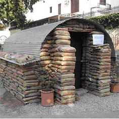 Pakistan Relief: 40 earthbag emergency shelters for 400 people, read more: www. Natural Building, Green Building, Earth Bag Homes, Sustainable Practices, Tiny House Cabin, Small Buildings, Emergency Shelters, Earthship, Survival Prepping